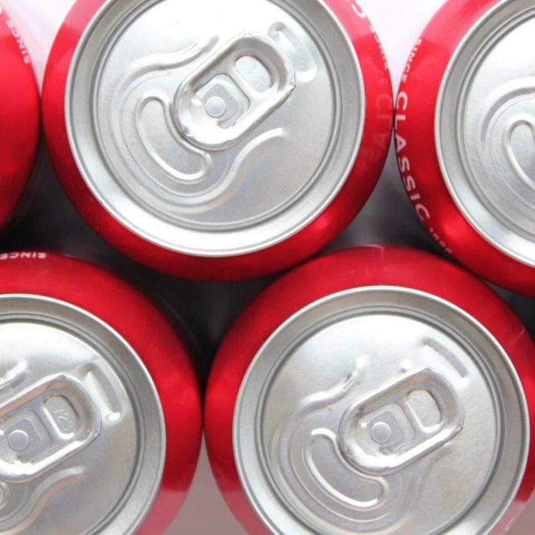 close-up-of-the-ring-pulls-on-aluminium-coca-cola--6J2GQ5Y